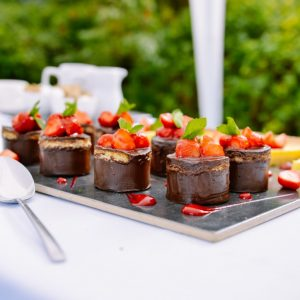 eating_dessert_chocolate_strawberry_small_cakes_treats_sweet-759712.jpgd_